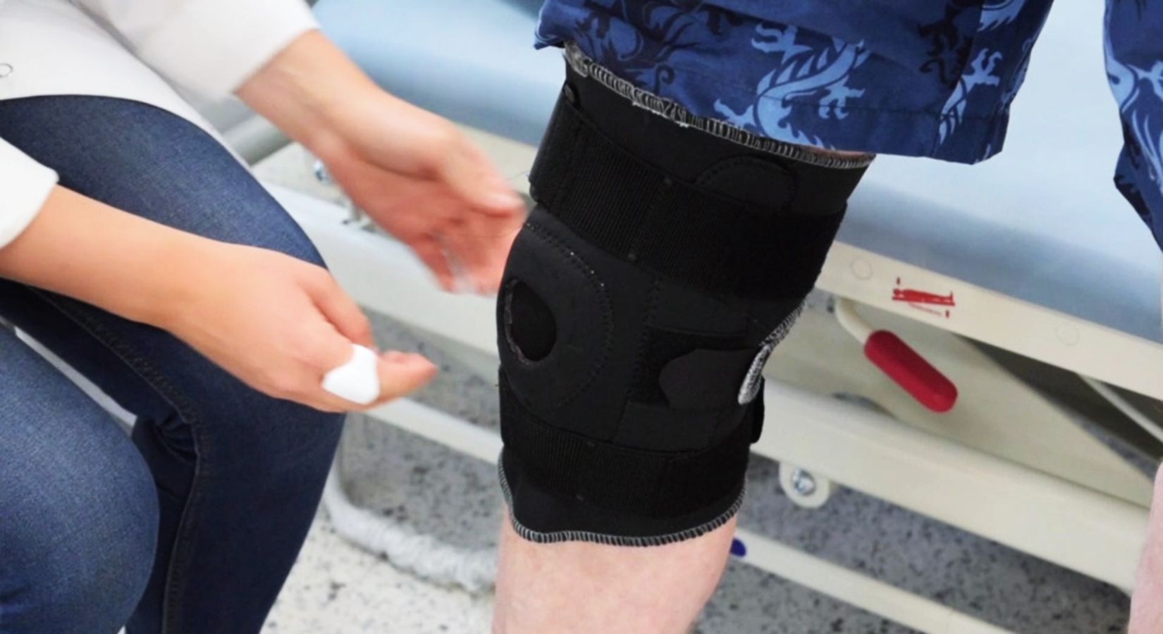 Portable Medical Device for monitoring knee conditions through acoustic, kinetic and thermaldata